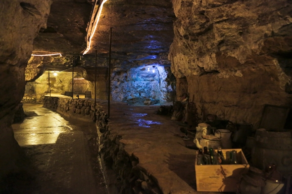 Luna Rossa Winery and Cave Tour in Stillwater, Minnesota