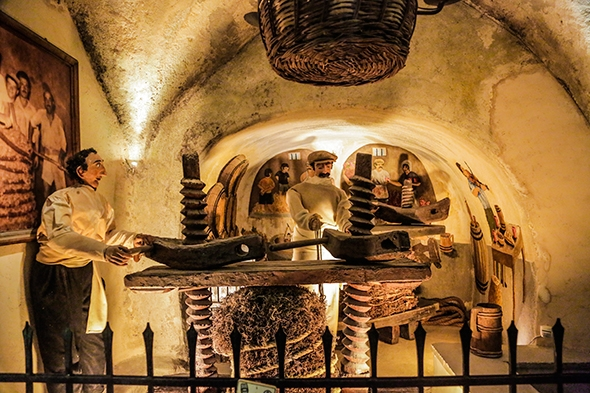 Greece_Santorini_Wineries_Koutsoyannopoulos_Wine_Museum